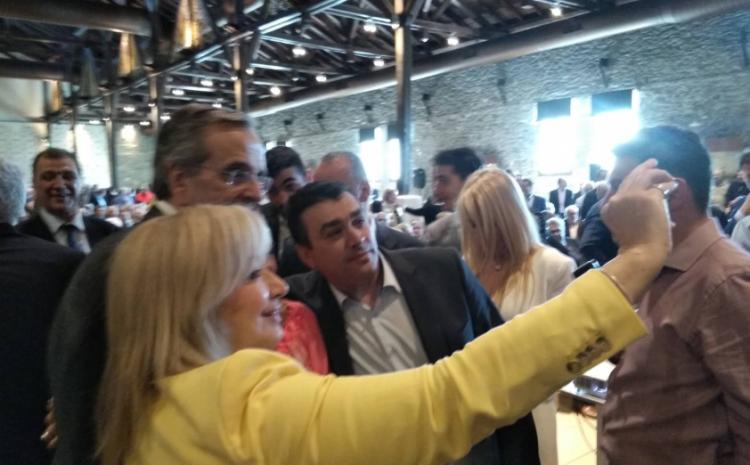 Οι selfies, ο Σαμαράς και τα φυλλάδια των υποψηφίων